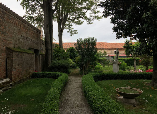 Book Venice Secret Gardens private guided tour