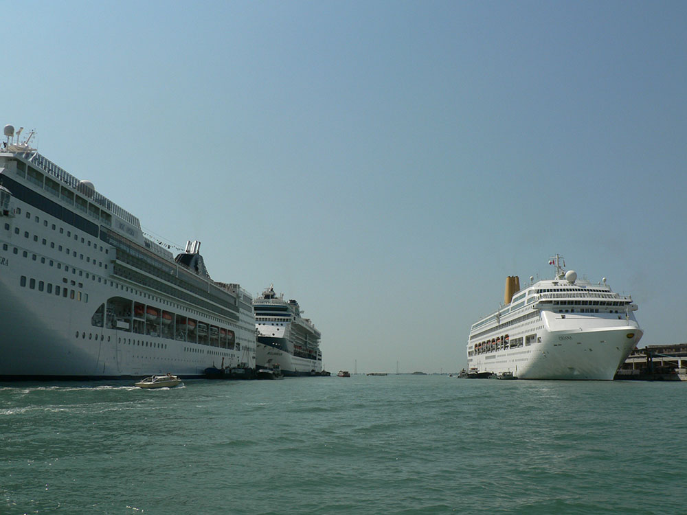 Private Transfer from Venice cruise port to your hotel in Venice