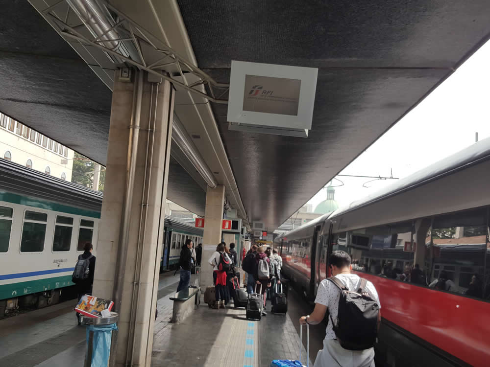 Regular Venice transfer from hotel to train station