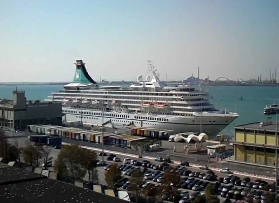 Book a private transfer from Venice Cruise Port to Venice Train Station
