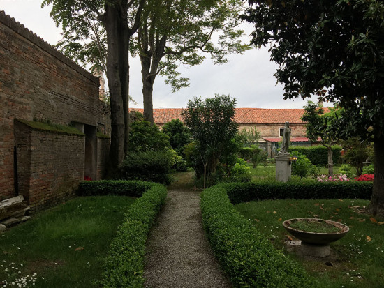 Book Venice Secret Gardens private guided tour