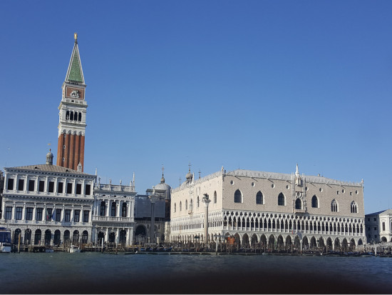 Book Unmissable Venice guided tour. Learn about Saint Mark's Square, take a gondola ride and visit Murano the island of glass