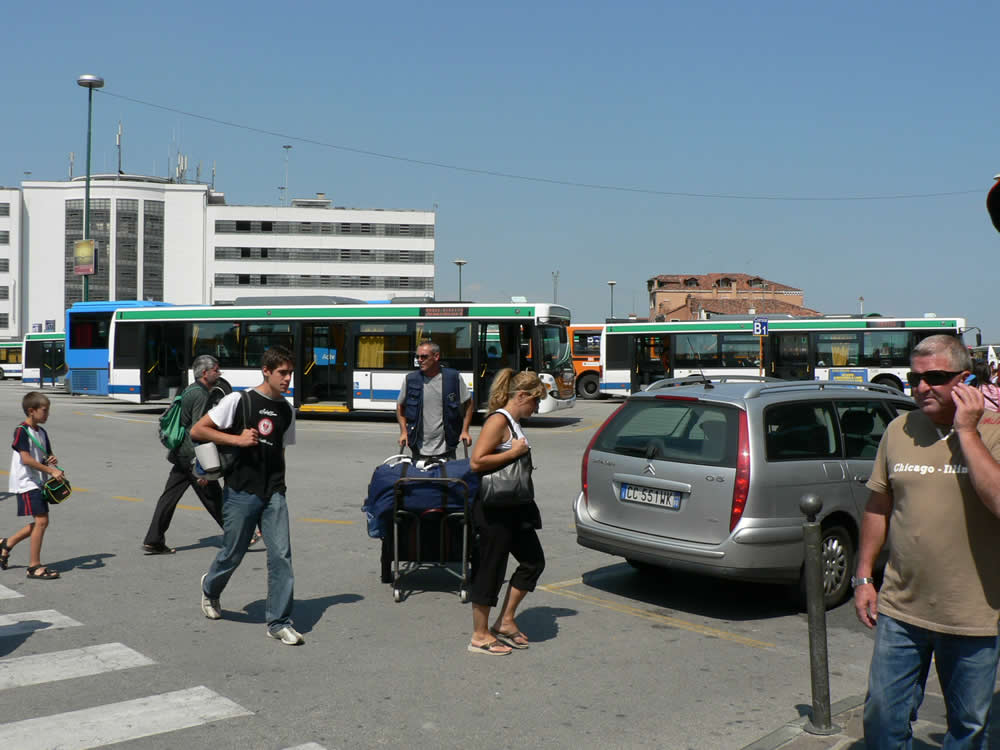 Private Transfer from Hotel to Venice Car Terminal - Standard
